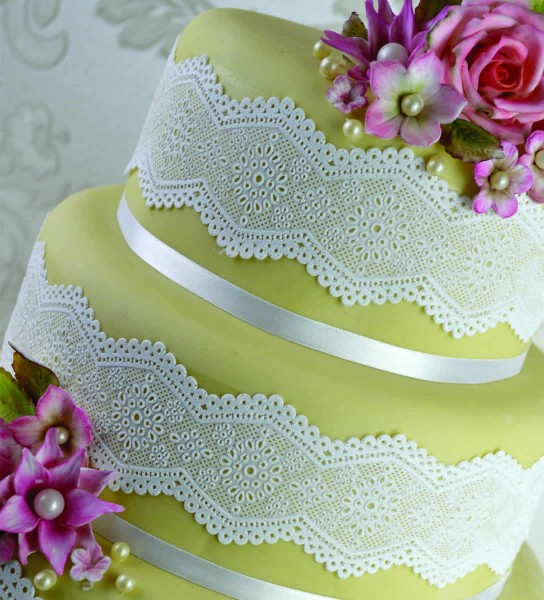 Claire Bowman - Cake Lace Broderie Anglaise Mat klein